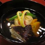 天雅 - 萩真丈に信州産松茸にイチョウの型のかぼちゃ。香りと旨みがきちんと調和してます。