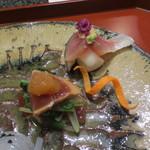 天雅 - 小蕪の上は〆鯖、鰹は水菜を挟み上に辛子醤油のジュレが