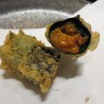 天雅 - ウニの天ぷら。塩で頂きました。これも贅沢な一品。