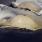 貝殻荘 - 蒸し牡蠣のウォッカ フランベ ガスパチョのソースを添えて