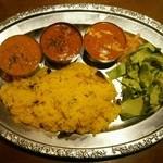 インディアンレストラン シャンティ - ランチのカレータリ(左からダル、マトン、フィッシュ)