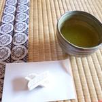 33147869 - お茶と茶菓子