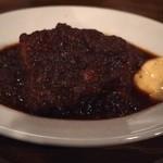 33148759 - 暗いと黒くしか撮れんw 牛ホホ肉の赤ワイン煮込み!