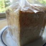 フラフィ - 6つ切りの3種食パン(グラハム・プレミアム・レーズン)