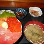 浜めし - 三色丼 1400えん
