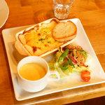 ファミーユ - 料理写真:季節で変わるワンプレートランチ(cafe Famille(ファミーユ))