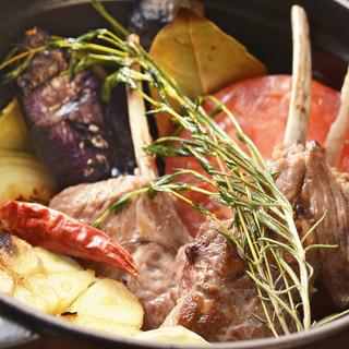 厚手の鍋を使用した看板メニューSTAUB料理