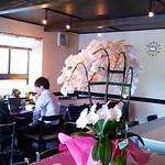 Zen - 左側は大きなテーブル席のお部屋