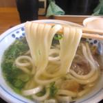 33176686 - 自社製の太麺は柔めですがモッチリ感があります。