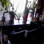 マリーアイランガニー - 窓際の鉢植えたち