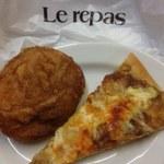 ルパ - 半熟卵の手包みカレーパン、照焼チキンピザ(チーズカレー)