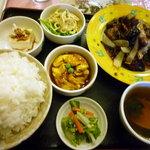 鳳蘭 - レバーの辛味噌炒め定食900円