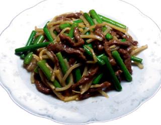 上海酒家 軼菁飯店 - 牛肉にんにく芽750円