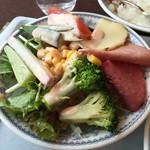 buffedainingushefuzureshipi - サラダ。ハムとチーズも美味そうだったので、つい追加。