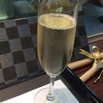 グリル アンドウ - シャンパン