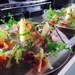 悦  - 料理写真:ホワイトアスパラと春の海の幸のサラダ 菜園風