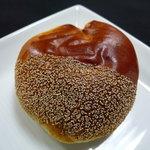 パン・ド・カンパーニュ - 料理写真:☆まさしく栗な見た目の栗餡パン(≧▽≦)/~♡☆