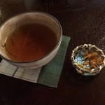 33191148 - お茶請けは干した柿を細かく刻んだもの。