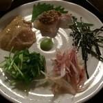 33191161 - 新鮮な鯛と薬味をのせて頂きます。