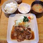 キャトル クワトン - 料理写真:キャトル Kuwaton @佐野 豚の生姜焼きランチ 1,000円