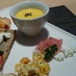 33202826 - 無花果と生ハムのカッテージ添え、南瓜の冷製スープ、秋刀魚のフリットタルタルソース