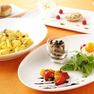 新鮮な食材とハーブをふんだんに使用した地中海沿岸の料理