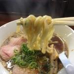 らーめん香澄 阿波座本店 - 煮干ラーメン(750円)麺リフト