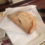 ドトールコーヒーショップ - カルツォーネ 厚切りベーコン&4種のチーズ