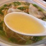 つなぎ亭 - スープはあっさり味ですね