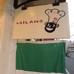 トラットリア バール ミラノ ドゥーエ - ひっそりとあるこの看板