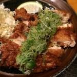 うどん 麦わら - 鶏はカリカリ衣が香ばしく、ボリュームもあって、食べ応えあり。酢ダレの甘酸っぱさでパクパク入ります
