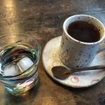 ニーウン・ペツガラス美術研究所 - 紅茶頂きました♬