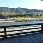 とうふや - 座席から見える五十鈴川