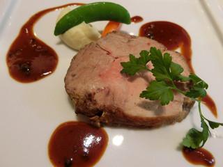 リュド コマンセ ナチュール - 肉メイン「豚肩ロース肉のロティ/焦がしもろみとグリーンペッパーのソース」