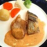 33219504 - メイン 魚(ひとつはスズキ)のウニのソース