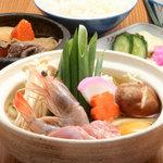 四國うどん - 料理写真:2階メニュー  鍋焼きうどん  あつあつです
