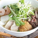 ニャーヴェトナム・フォー麺 - 具沢山のスペシャルフォー
