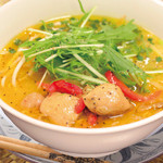 ニャーヴェトナム・フォー麺 - ココナッツ風味のカレーフォー