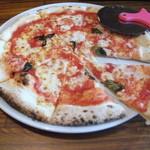 33226125 - 石窯で焼いたピザ