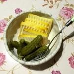 自然食品と手づくりの店 北のスモーク - 料理写真:プロセスチーズのスモーク、ワインのお供です♬