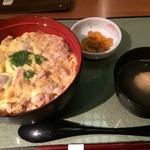 33232248 - ランチの親子丼。銘柄鶏「香鶏」を使った自慢の一品です。