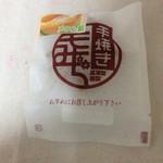 高津堂 - メロン餡、メロン風味よく美味しいです。