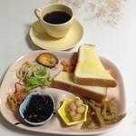 菜菜マーケット - 料理写真:300円トーストモーニングコーヒー付き