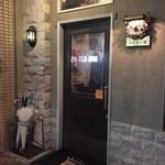 33234151 - 昭和チックな店構えです。賑わいが見える大窓がウレシイです。