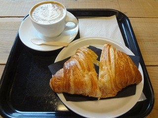 ゼブラ コーヒーアンドクロワッサン 津久井本店 - クロワッサン&カフェラテ