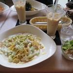 カプリ - ホワイトソース・ツナ 980円 ドリンク・サラダ付き/麺 1.5倍 120円    2014.11