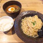 豚三朗 - 肉玉つけ麺(¥890)。ランチタイムはご飯サービス