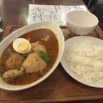 心 - 骨付きチキンのスープカレー