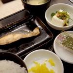 らーめん酒家 驛麺 - 焼鮭定食