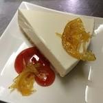 マカロニウエスタン - 自家製レアチーズケーキ¥400